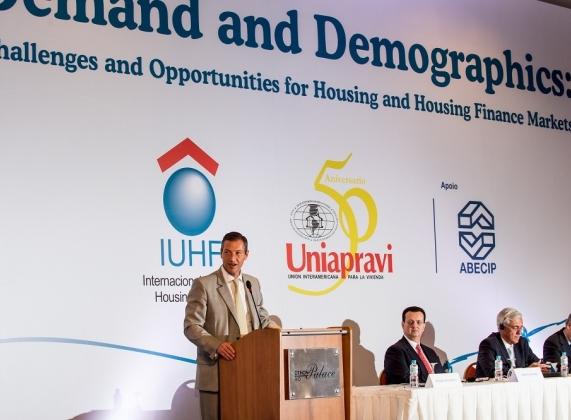 Octavio de Lazari Jr., presidente da Abecip, abre o evento (Fotos: Celso Pupo)