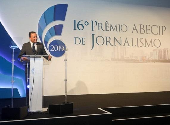 O Secretário de Estado da Habitação, Flávio Amary, fala durante a abertura do 16º Prêmio Abecip de Jornalismo