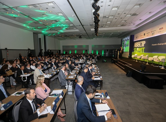 O evento contou com vários participantes do mercado imobiliário