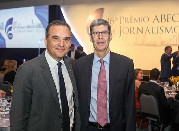 O Secretário da Habitação, Flávio Amary, ao lado do Diretor Executivo da Abecip, Filipe Pontual